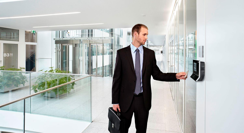 El control de acceso y presencia en la empresa, la solución para la ausencia laboral