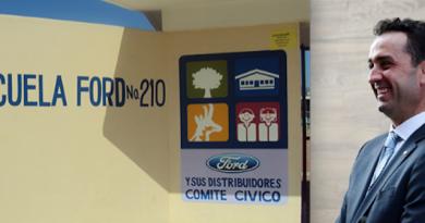 Salvador Oñate Barrón está complacido con el Programa de Escuelas Ford